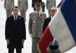 Emmanuel Macron e Francois Hollande