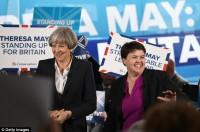 Theresa e le altre