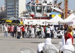 Uno sbarco di migranti a Trapani