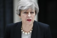 Theresa May alle corde