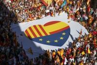 Il parlamento catalano proclama l'indipendenza