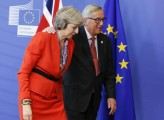 May vede Juncker per accordo su Brexit