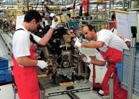 Giovani e anziani in cerca di lavoro
