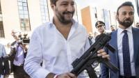 Il mitra di Salvini