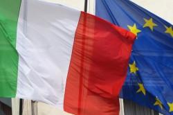 La bandiera italiana e quella dell'Unione