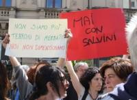 La lavagna di Salvini, tra poliziotti e pompieri