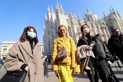 Turisti a Milano ai tempi del coronavirus