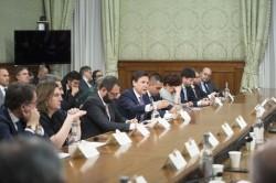 Una riunione del governo con le parti sociali