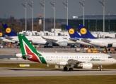 Alitalia, nuovo equipaggio e antichi vizi