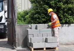 Un operaio di un'impresa edilie