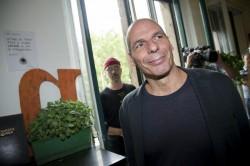 """Varoufakis: """"Democrazia più debole dopo il Covid Con Draghi festeggerà soltanto Meloni"""""""