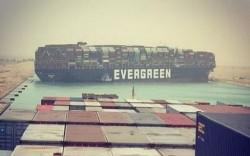 La nave incagliata nel canale di Suez