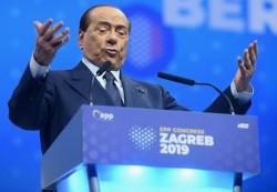 Berlusconi in mostra coi suoi laudatores
